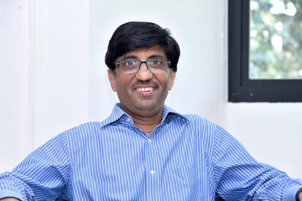 आईआईटी कानपुर के निदेशक प्रो० अभय करंदीकर (फोटो क्रेडिट: गिरीश पंत)